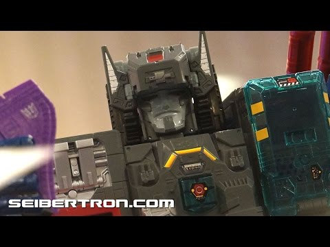 BotCon 2016 Hasbro Generations Titans Return Fortress Maximus Display