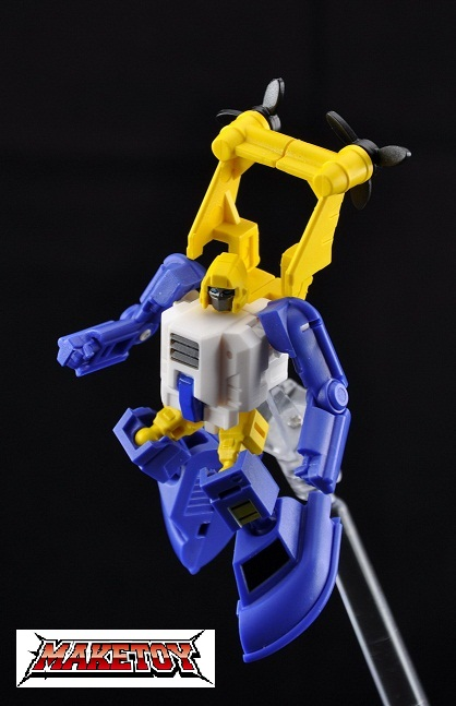 [MakeToys] Produit Tiers - Minibots, G2 Optimus, MM-01 Trashtalk & Cogwheel (aka Swerve/Embardo & Gears/Rollo), MM-02 Rear End (aka Tailgate/Hayon), MT-03 Hyper Novae (aka Nova Prime) d'IDW 1308820711_m3