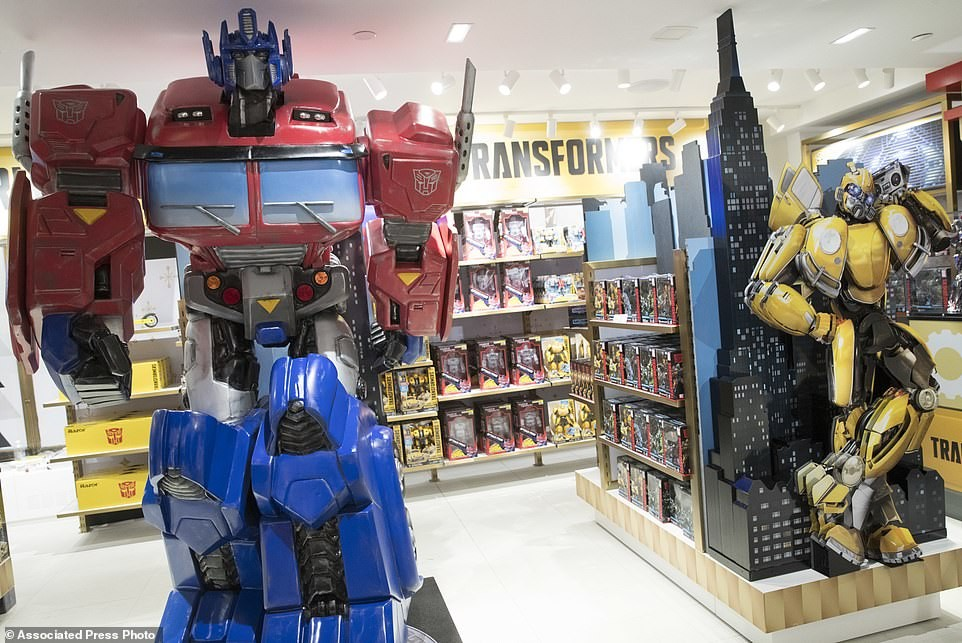 Transformers News: Large Transformers Display with Interactive Optimus Prime at new FAO Schwartz