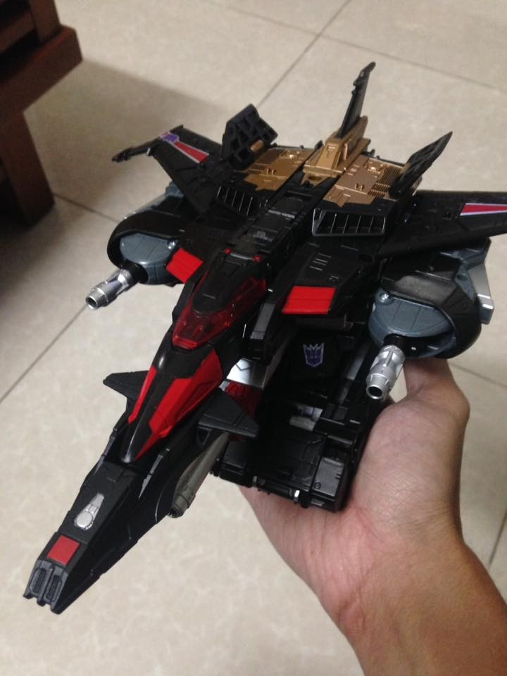 Transformers News: In-Hand Images of Transformers Titans Return Leader Skyshadow