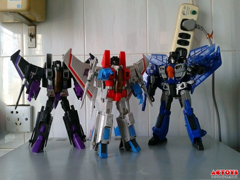 More In-Hand and Comparisons Images - Transformers Generations Leader Class Thundercracker