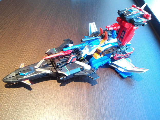 Transformers Kabaya Dai Atlas, Sonic Bomber and Road Fire In-Hand