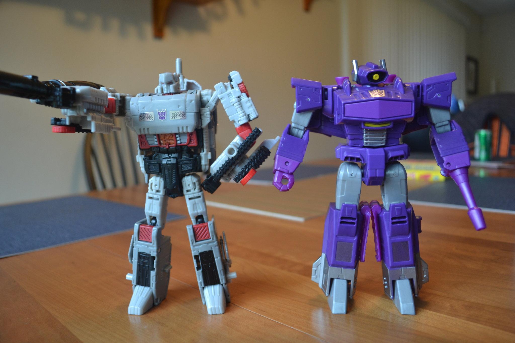 Transformers Cyber Battlion Shockwave Complete Voyager Walgreens Authentics
