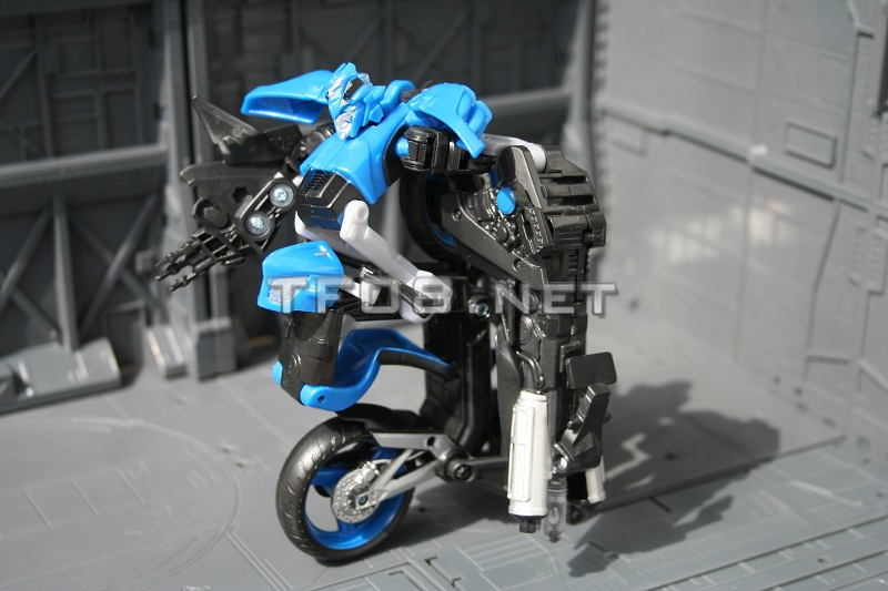 "New Images of ROTF Deluxe ""Chromia"" Bike"