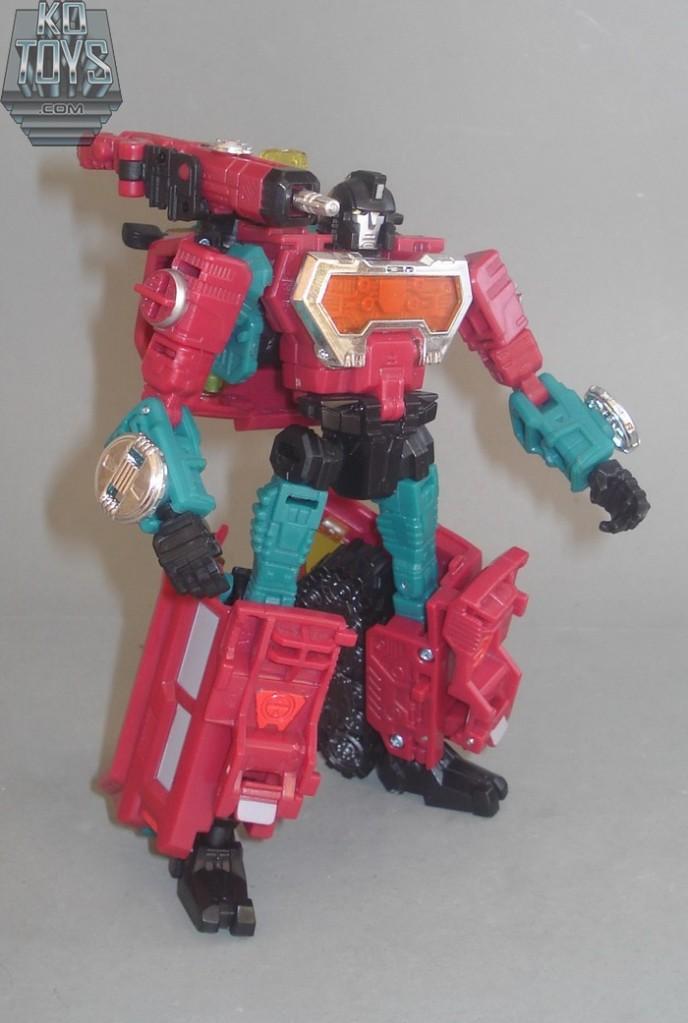 Jouets Transformers Generations: Nouveautés Hasbro - partie 1 - Page 4 1289221135_Perceptor25