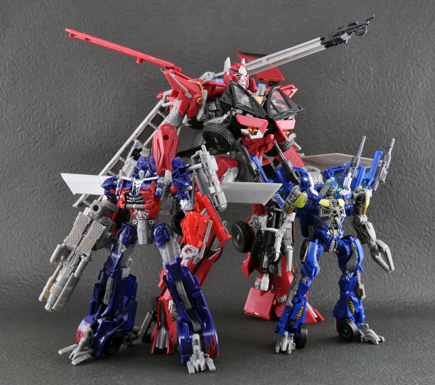 New Images Of Transformers DOTM Sideswipe, Topspin