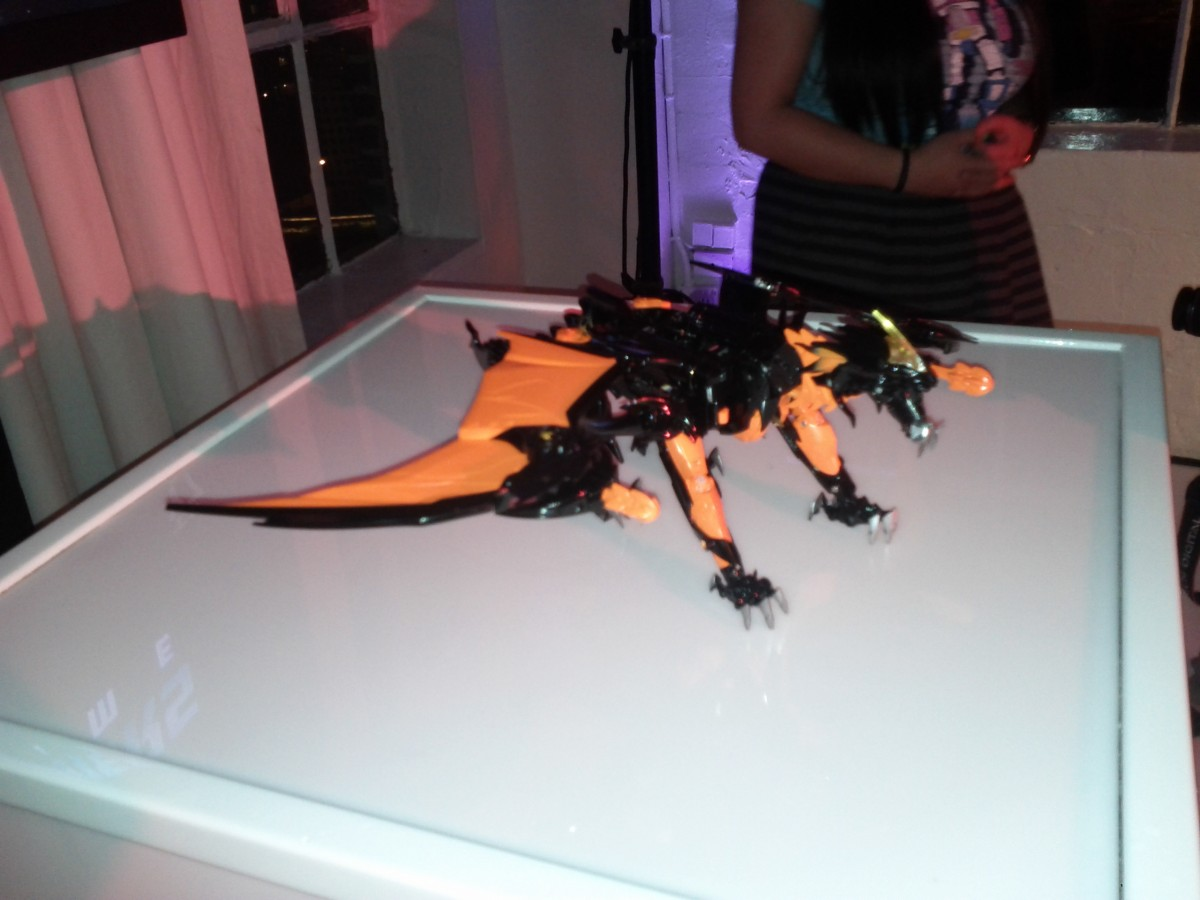 "Re: NYCC 2012 Coverage Begins: New Leader Class Transformers Prime Beast Figure and ""Beast Hunters"" Logo"