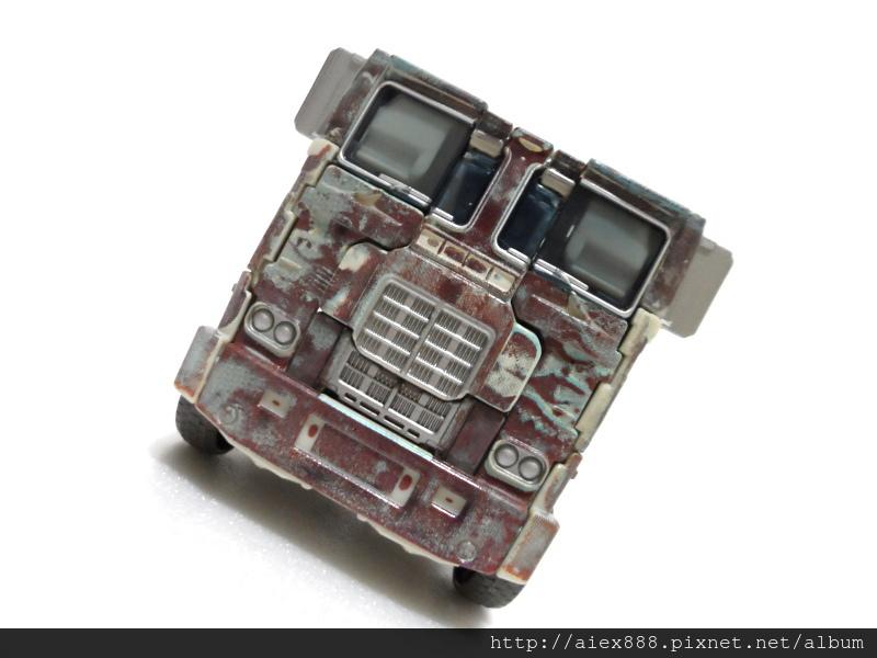 "Transformers News: TRU Japan ""Rusty"" Optimus In Hand Images"