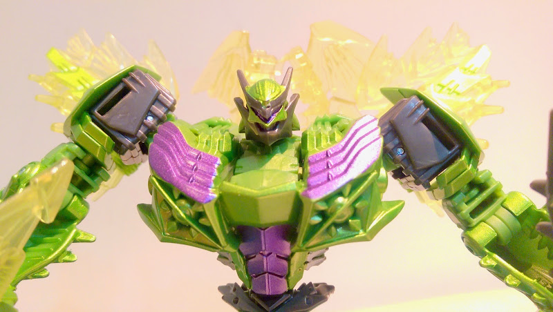 Transformers News: Takara Tomy AoE AD-28 Deluxe Class Snarl In Hand Images