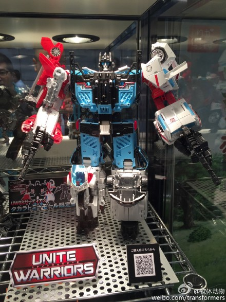 Transformers News: Tokyo Toy Show 2015 - Color Images Of Unite Warriors Defensor And Deluxe Class Groove