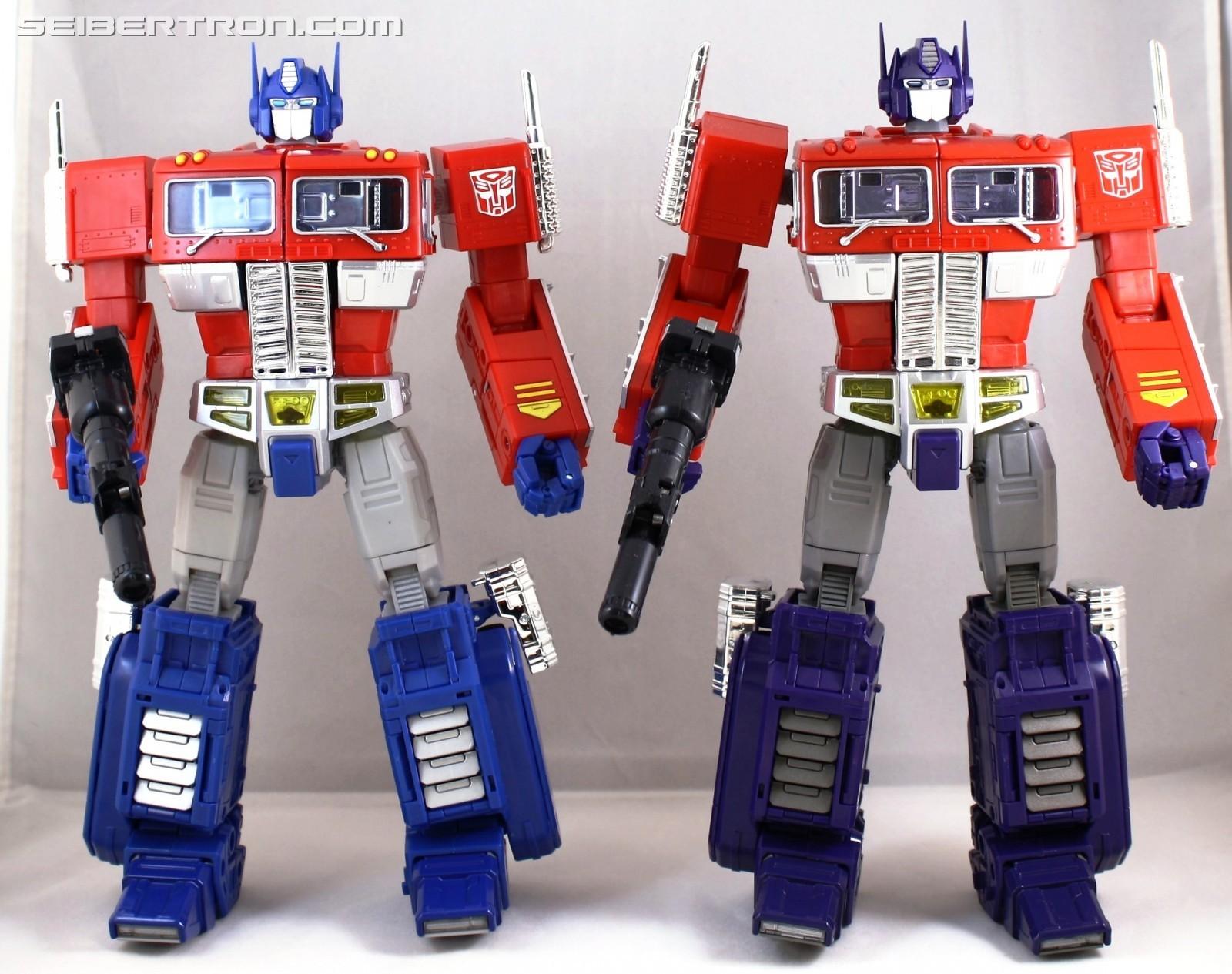 [Masterpiece] MP-10 Optimus Prime/Optimus Primus - TakaraTomy | Hasbro - Page 4 1501447567-2017-hasbro-to-takara-bot-comp-jpg