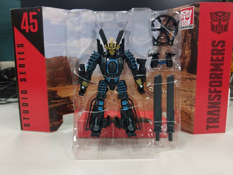 Transformers News: In-Hand Images of Transformers Studio Series SS-45 AOE Helicopter Mode Drift