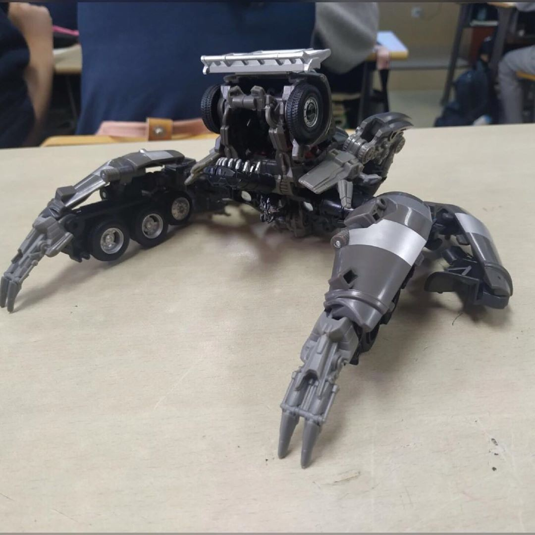 Transformers News: In Hand Images Of Studio Series Shockwave and Mixmaster (Including Head Mode!)