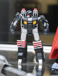 Transformers News: BotCon 2011 Coverage - Retail Exclusives