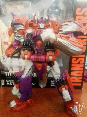 In-Hand - Transformers Titans Return Alpha Trion