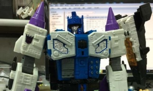 Titans Return Leader-class Overlord in-hand images