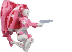 New Photos of Earthrise Arcee Show why the Backpack was Made to Detach