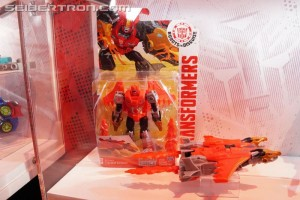 SDCC 2017: Preview Night First Look at Robots in Disguise Combiner Force, plus Legion Twinferno #HasbroSDCC