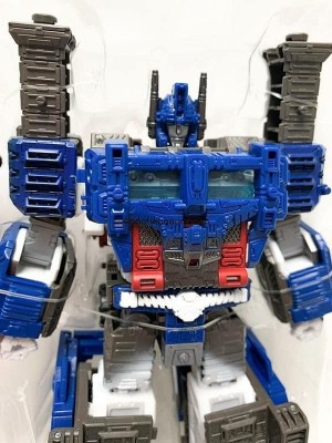 Netflix' Ultra Magnus In stock for $35 at EE and BBTS