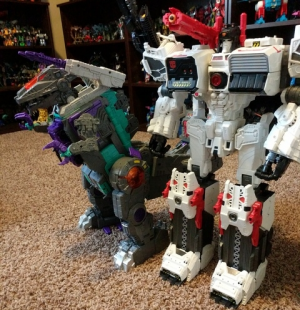 Additional In Hand Images of Transformers Titans Return Trypticon, Comparison with Metroplex