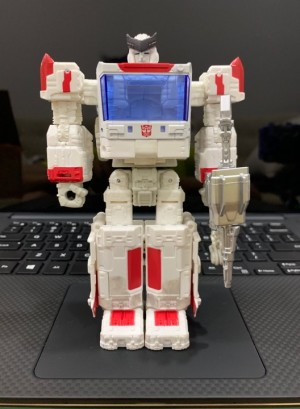 Leaked images of Transformers WFC Siege Deluxe Ratchet and Bluestreak's robot modes