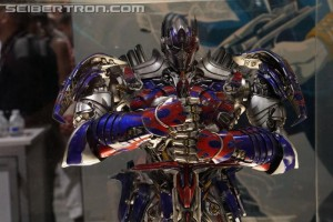 SDCC 2017: Gallery of Licensed Transformers Products with 3A, Jada and Herocross Last Knight Toys and Flametoys Drift #HasbroSDCC
