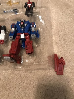 Transformers News: Several breakage reports with newly released Siege Slamdance