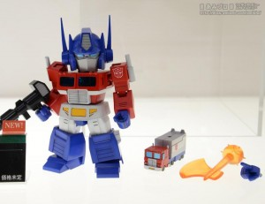 Transformers News: Kotobukiya  D-Style Optimus Prime Also on Display at Wonder Festival