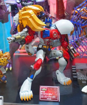 Transformers News: Tokyo Wonderfest Images of Transformers Masterpeice MP48 Lio Convoy With Weapons Drawn