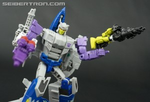 Transformers News: New Galleries: Transformers Collector's Club Figure Subscription Service 4.0 Needlenose with Sunbeam and Zputty