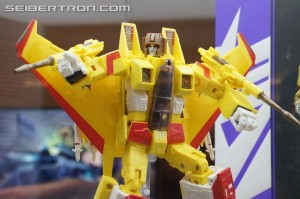 Transformers News: BotCon 2014 Coverage: Hasbro Displ