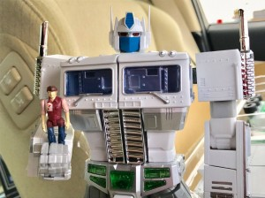 In-Hand Images of Takara Tomy Transformers Masterpiece MP-711 Convoy