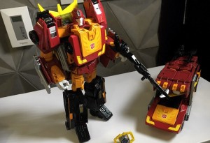 Video Review of Transformers Power of the Primes Leader Rodimus Prime / Hot Rod