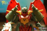 "Transformers News: In-Hand Images: Transformers Prime ""Beast Hunters"" Deluxe Ripclaw & Starscream"