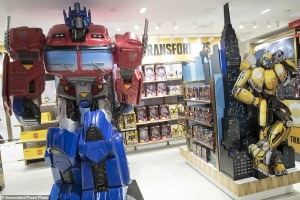 Transformers News: Large Transformers Display with Giant Interactive Optimus Prime at new FAO Schwartz