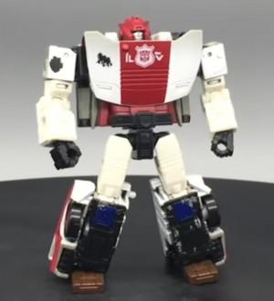 NETFLIX Transformers War for Cybertron Trilogy Red Alert Video Review