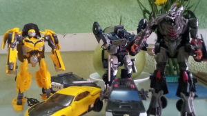 Videos of Transformers: The Last Knight Bumblebee, Berserker, Barricade Deluxe Toys