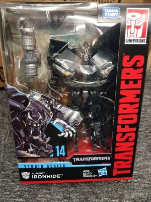 In Package Images of Transformers Studio Series Voyager Ironhide