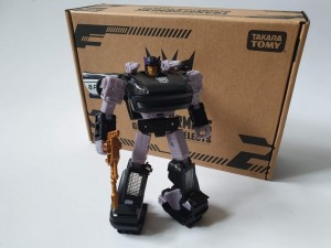 In-Hand Pictures of NETFLIX Transformers War for Cybertron Barricade