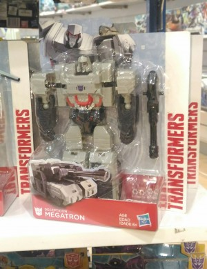 Pictorial Review of Voyager Sized Transformers Authentics Megatron