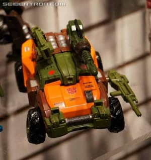 Transformers News: Transformers Generations Voyager Roadbuster and Sky Byte Available for Pre-order
