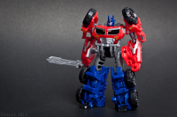 Transformers News: Transformers Prime Beast Hunters Cyberverse Commanders Optimus Prime and Bulkhead In-hand Images