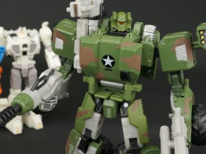 New Galleries: BotCon 2015 General Optimus Prime and Sgt Hound