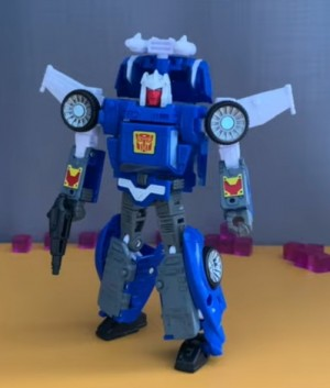 Transformers: Kingdom Deluxe Class Tracks Video Review