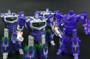 Transformers News: New Galleries: BotCon 2016 Exclusives Reflector and Flash Sentry