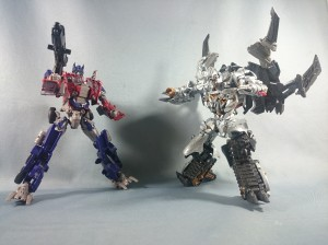 In Hand Images of Optimus, Megatron, Shockwave and Bumblebee from 10th Anniversary Movie The Best Line