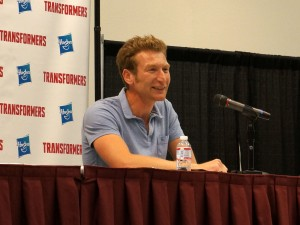 "Transformers News: Twincast / Podcast Episode #113 ""Signal to Noise"" includes interview with James Roberts!"