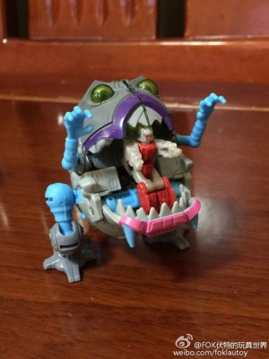 In Hand Images of Transformers Titans Return Gnaw With Titan Master Interaction