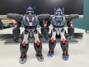 In Hand Images of Netflix Wave 3 Voyagers with Comparisons