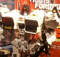 Transformers News: Toy Fair 2013:  First Look at Titan Class METROPLEX!